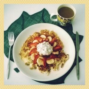 Kotona palattu ruotuun aamun alkaessa valkuaismunakkaalla ja skyr:lla sekä marjoilla. Dieetillä voi myös nauttia ruuasta.