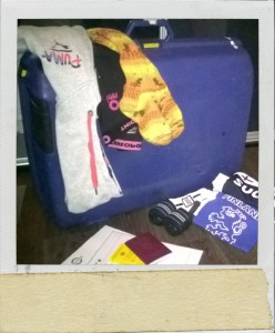 Matkatavarat pakattuna ja vaatteet ja vähemmän tärkeät asiakirjat lennolle valmiina edellisenä iltana